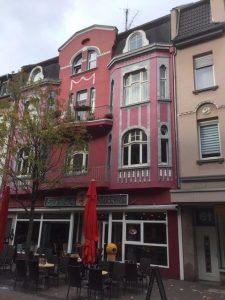 Centraal gelegen Wohn- en Geschäfthaus met hoog rendement!