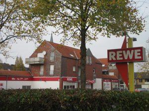 Komt in verkoop: supermarkt met 8 (bovengelegen) moderne woningen!